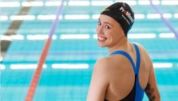 O patrocínio da ProMinent pode ser visto em todo o mundo - na roupa esportiva de Sarah Köhler e em sua touca de natação.